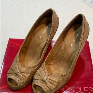 Aerosoles Tan Lizard Heels